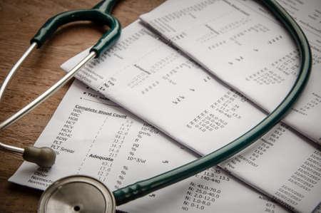 historia clinica: estetoscopio y el resultado de laboratorio, el concepto de seguro m�dico.