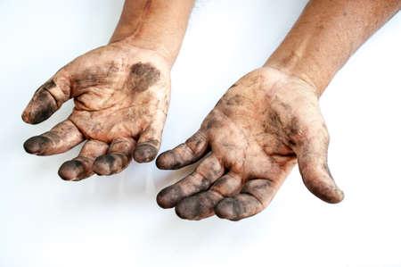 manos sucias: Hombre con las manos sucias