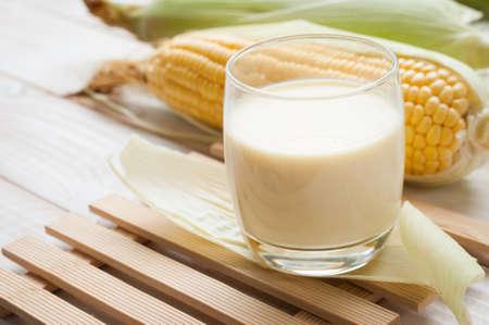 新鮮なスイート コーン ジュース (トウモロコシ ミルク)