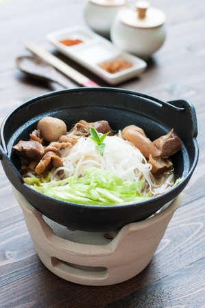 hot asian: Азиатский стиль лапши говядины в суп