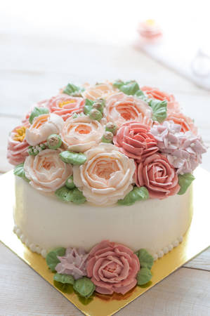 cake with buttercream flower