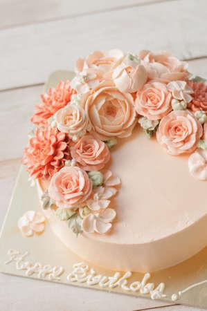 decorating cake, piping buttercream Stock Photo
