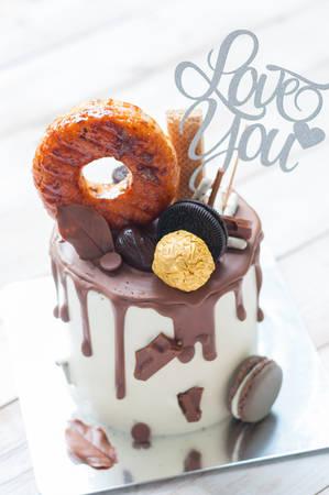 Torta al cioccolato con amaretto e ciambella con Archivio Fotografico - 89903501