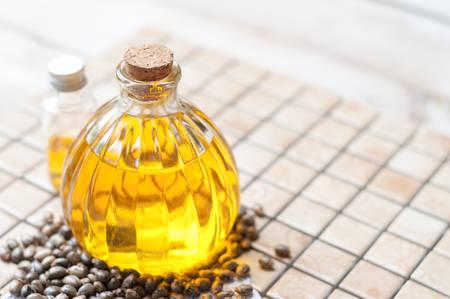 castor oil in bottles Banque d'images