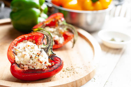 Sweet pepper stuffed with chicken, cheese and quinoa Imagens