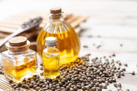 Castor oil in bottles on wooden background Banque d'images