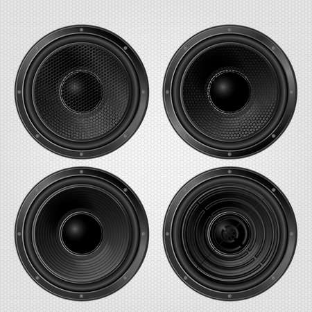 PARLANTE: Diferentes altavoces de audio fijan en un fondo parrilla. Subwoofer, vista frontal