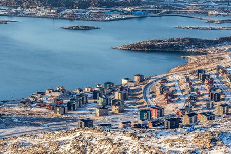 Vista da sopra per le strade e gli edifici di Nuuk, Groenlandia