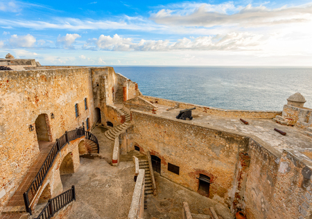 San Pedro de La roca fort inner yard and walls, sunset view, Santiago De Cuba, Cuba 版權商用圖片