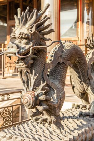 Chinese Dragon statue from Ming dynasty era, at the entrance to the palace in the Forbidden City, Beijing, China Banco de Imagens