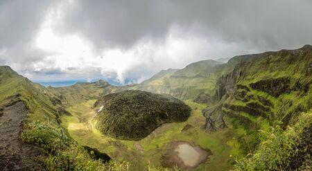 La Soufriere volcano crater panorama with tuff cone hidden in green, Saint Vincent and the Grenadines Archivio Fotografico