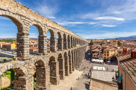 Roman aqueduct bridge and city panorama, Segovia, Spain Banco de Imagens