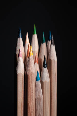 Sharpened pencils of different colors made of light wood isolated on black background. Archivio Fotografico - 130135766