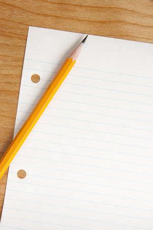 行紙を机の上の Pnecil 写真素材