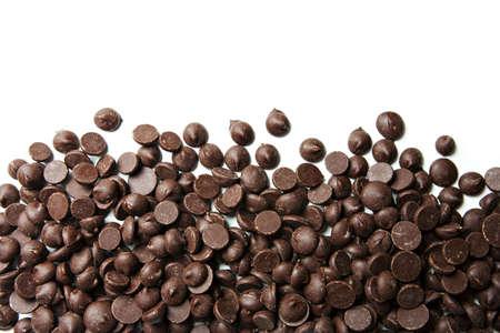 白い背景の上のチョコレート チップ