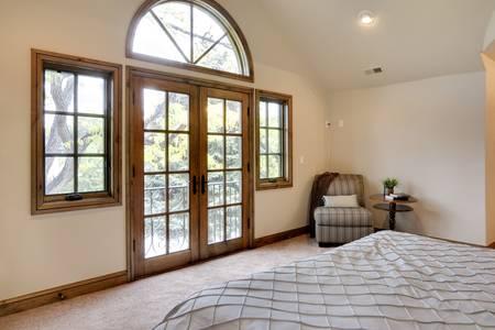 bedroom: Bedroom Balcony