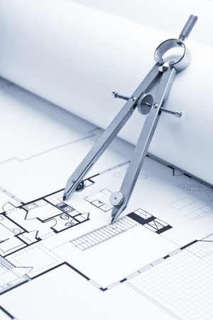 Zeichnung Compass auf Blueprint Hallenpläne Standard-Bild - 5637500