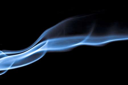 Fumée bleue sur fond noir Banque d'images - 6179124