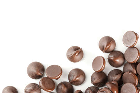 Perfect chocolate chips isolated on white background. Excellent border design element. Archivio Fotografico