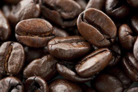 1 つの bean の選択的なフォーカスを持つコーヒー豆 写真素材