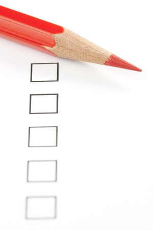 赤鉛筆で空白アンケート ボックスをクローズ アップ。鉛筆の先端に焦点を当てます。 写真素材