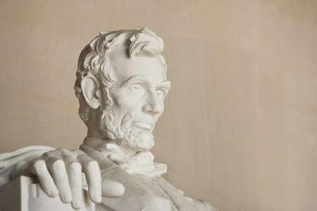 リンカーン記念館ワシントン DC で。ヘッドのクローズ アップ。顔に焦点を当てます。