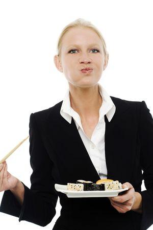 masticar: Retrato de una joven empresaria cauc�sicos comer sushi