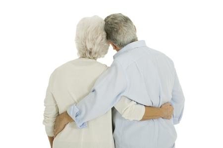 ancianos felices: feliz pareja de ancianos abraz� desde atr�s