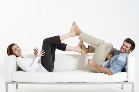 daily room: coppia sui piedi divano contro piedi