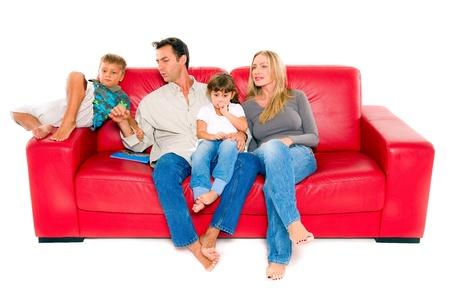 piedi nudi ragazzo: famiglia con due bambini