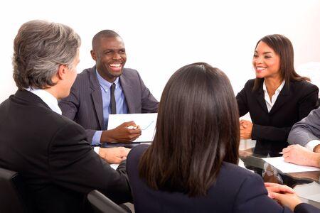 razas de personas: multi�tnico equipo durante una reuni�n Foto de archivo