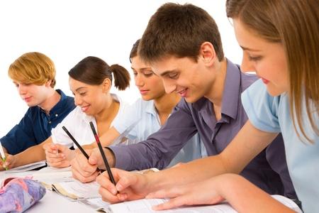 adolescentes estudiando: adolescentes en el aula Foto de archivo