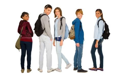 adolescencia: estudiantes adolescentes con mochila