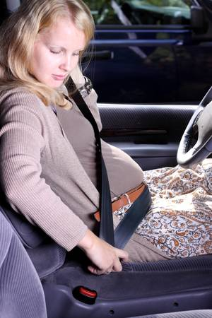Pregnant women wear seatbelts in the car 免版税图像