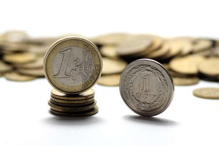 billets euros: Euro d'argent sur fond blanc