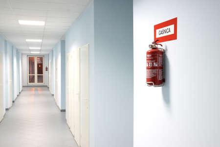 evacuacion: extintor Foto de archivo