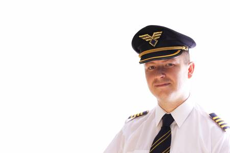 piloto de avion: El comandante de la aeronave sobre un fondo blanco