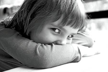 psicologia infantil: adorable niña sonriendo