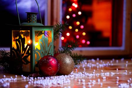 christmas carols: Eve decoration with lantern and bauble