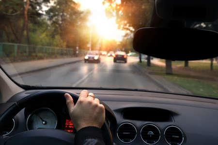 Ruhige Fahrt in Herbsttag durch die Straßen Standard-Bild - 31763892