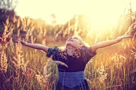 Freiheit! unbeschwerte Kindheit Standard-Bild - 32003613