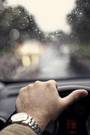 Regenachtige dag in de auto - regenachtig weer abstract