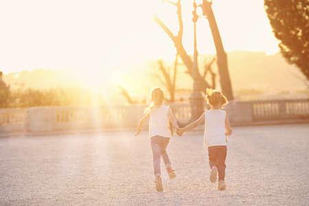 amicizia: Astrazione di amicizia