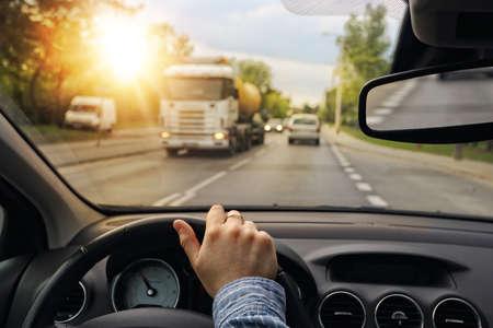 puntualidad: Conducir un coche en la ciudad