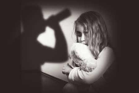 maltrato infantil: La violencia en una familia alcohólica