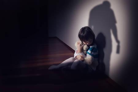 bambini: La violenza in una famiglia alcolista Archivio Fotografico