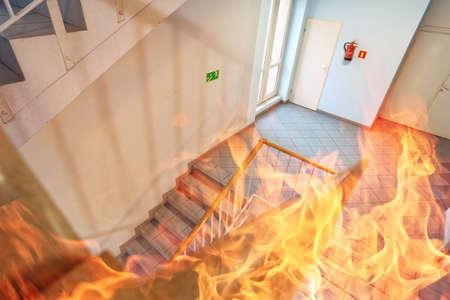 Feuer im Gebäude Standard-Bild - 45218035