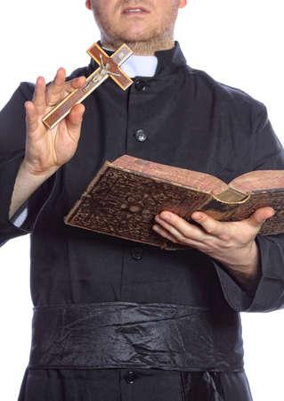 sotana: Sacerdote con la biblia y la cruz