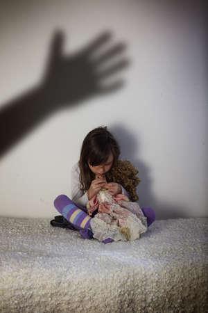 La maltraitance des enfants Banque d'images - 52141214