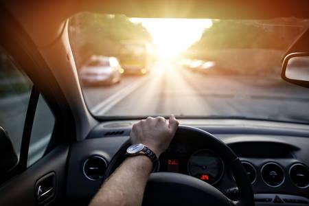 carretilla de mano: Conducir a través de las calles de la ciudad